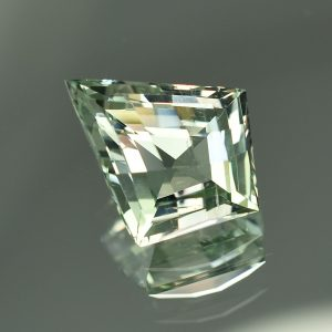 GreenBeryl_ch_kite_17.8x14.5mm_8.23cts_N_a_gb103