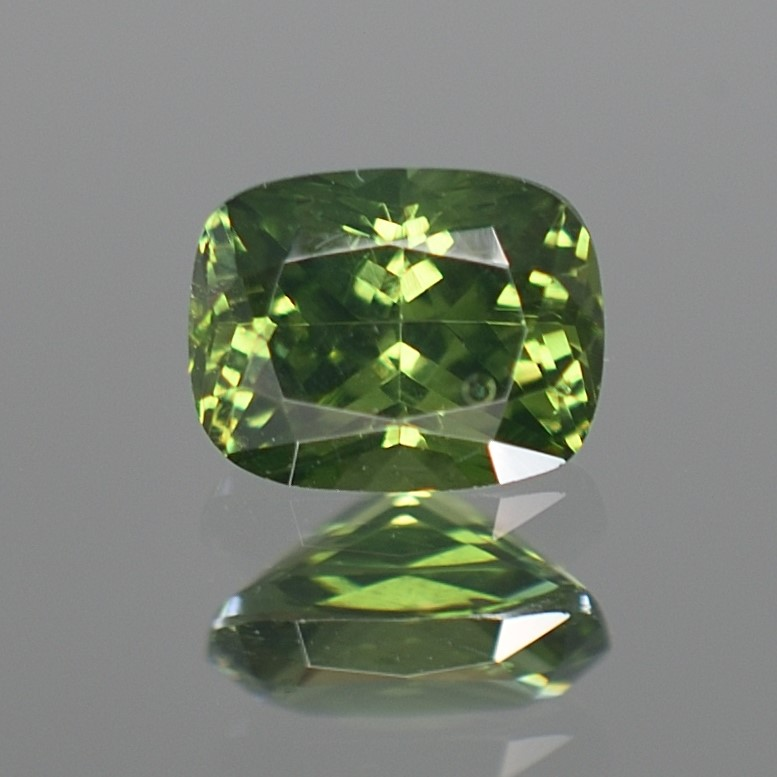 GreenZircon_cushion_8.6x6.7mm_2.48cts_H_zn2853