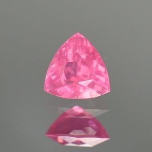 PinkSpinel_trillion_5.8mm_0.74cts_a_sp425