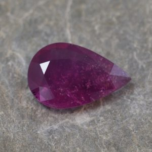 Ruby_pear_12.3x7.9mm_2.71cts_N_ru117