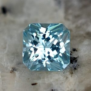 BlueZircon_sq_radiant_5.5mm_1.35cts_zn3241