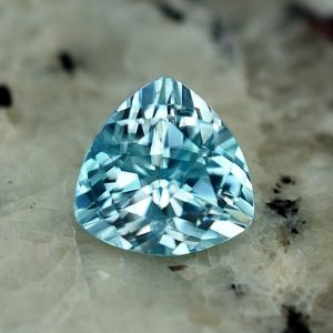 BlueZircon_trillion_7.0mm_1.95cts_zn3240