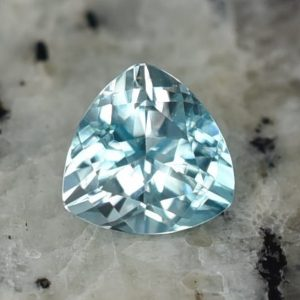 BlueZircon_trillion_8.5mm_3.36cts