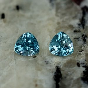BlueZircon_trillion_pair_4.5mm_0.85cts_zn2634