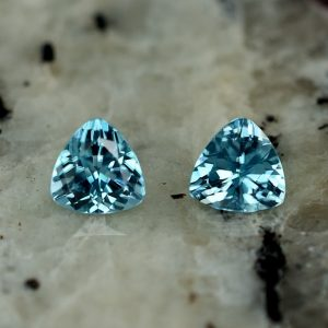 BlueZircon_trillion_pair_4.5mm_1.05cts_zn2628