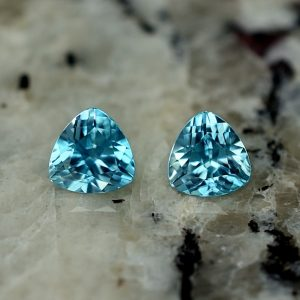 BlueZircon_trillion_pair_5.0mm_1.41cts_zn2633