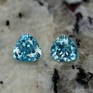 BlueZircon_trillion_pair_6.0mm_2.19cts_zn2231