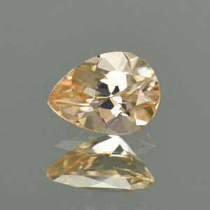 ChampagneZircon_pearshape_8.1x6.0mm_1.59cts_N_zn2728