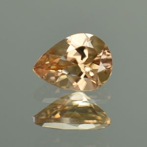 ChampagneZircon_pearshape_8.1x6.0mm_1.61cts_N_zn2732