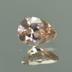 PinkChampagneZircon_pearshape_7.9x5.8mm_1.55cts_N_zn3447