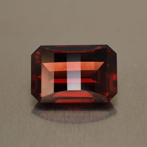 Rhodolite_opp_bar_eme_cut_12.4x8.5mm_6.33cts_rh210