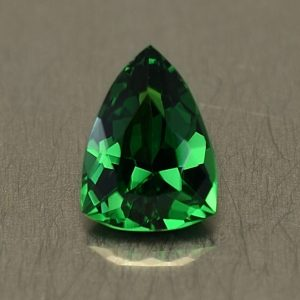 Tsavorite_drop_trill_8.1x5.9mm_1.33cts_ts244
