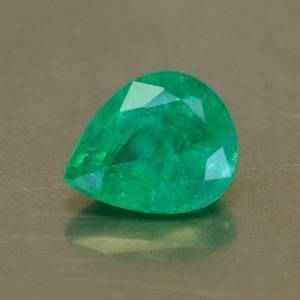 Emerald_pearshape_8.1x6.6mm_1.17cts_O_em116