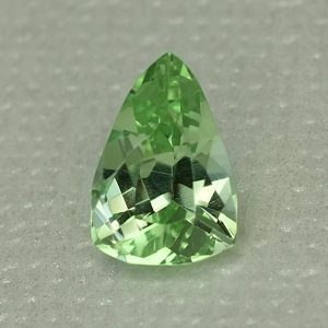 MintGrossular_drop_trillion_8.9x6.0mm_1.51cts_mg162