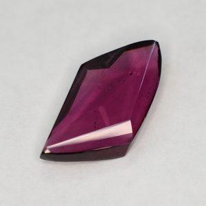 PurpleGarnet_freeform_17.6x10.3mm_8.50cts_b_pl693