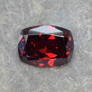 Rhodolite_cush_14.0x10.6mm_7.42cts_rh111