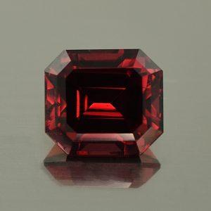 Rhodolite_eme_cut_8.5x7.6mm_3.59cts_N_rh341